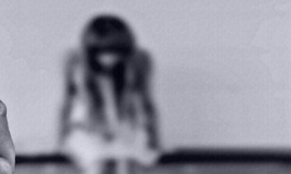 Picchiano la figlia di 3 anni perché disabile: volevano ucciderla, fermati in fuga