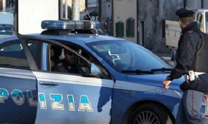 Spacciatori nascondono la droga in casa: arrestati dalla polizia
