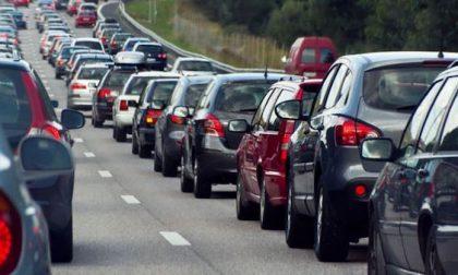 Incidente in tangenziale: due feriti e traffico difficoltoso
