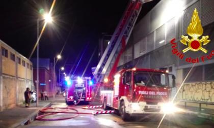 Violento incendio devasta il centro commerciale Coop