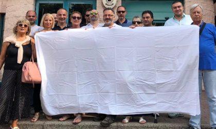 """""""Vicinanza alle famiglie di Bibbiano"""", la manifestazione a Buccinasco"""