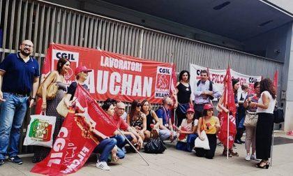 Presidio Auchan, tra i lavoratori anche il sindaco di Cesano Boscone