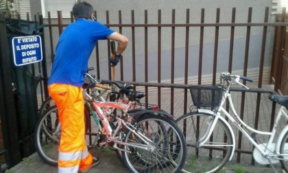 Bici e carrelli abbandonati: scatta l'ordinanza di rimozione FOTO