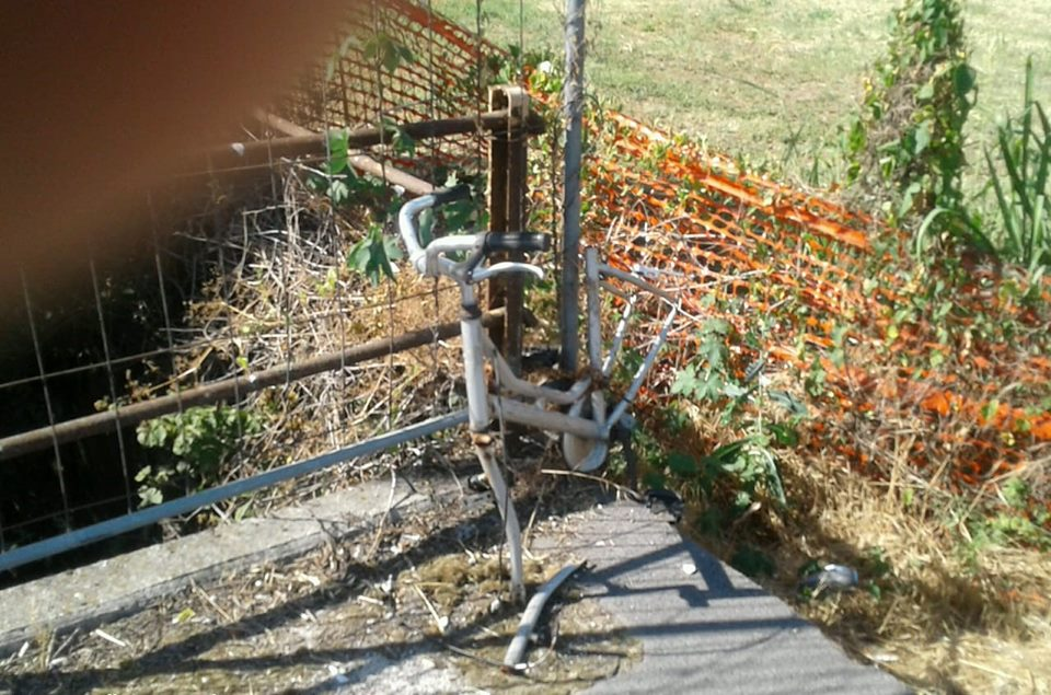 bici e carrelli abbandonati