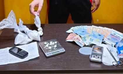 Marito e moglie spacciano in casa: beccati dai carabinieri