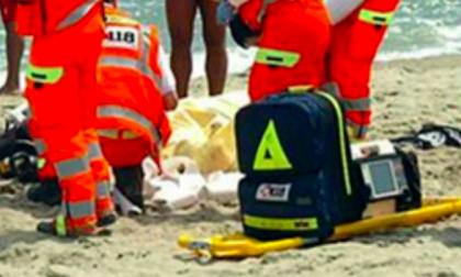 Malore in acqua, muore turista milanese