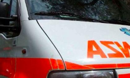 Ciclista investita, ferita una donna di 64 anni