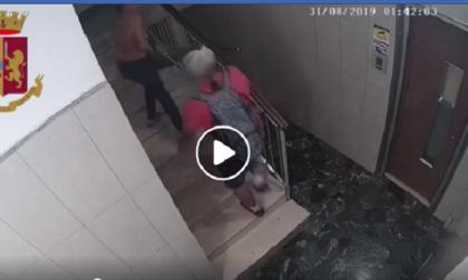 Rapina una ragazza sulle scale del suo palazzo: arrestato