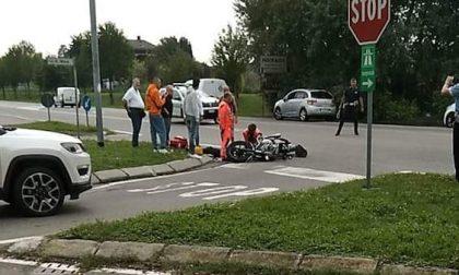 Incidente tra auto e moto, feriti due ragazzi di 16 anni