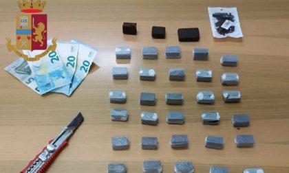 Polizia arresta pusher di 21 anni con mezzo chilo di hashish