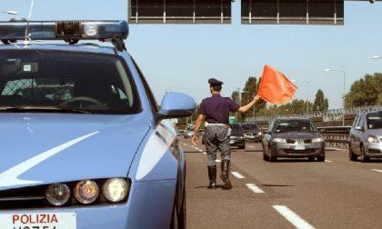 Incidente sulla A7: una donna ferita e rallentamenti lungo la strada