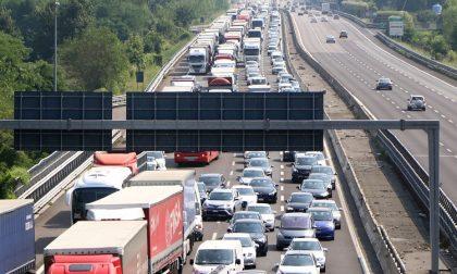 Incidente sulla TAngenziale Ovest: ferita 27enne e traffico in tilt