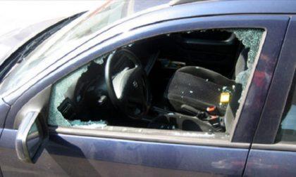 Rubano navigatore di una macchina: arrestati tre giovani