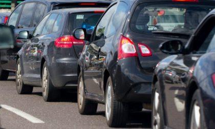 Incidente tra due auto a Trezzano, ferita una donna di 46 anni
