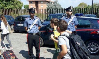 Rapine agli alunni delle medie fuori da scuola: arrestati