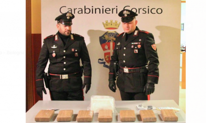 Tenta la fuga con 2 milioni di euro in cocaina: arrestato dai carabinieri