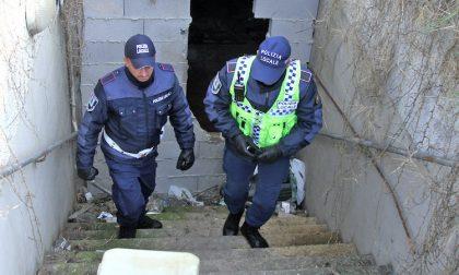 Blitz della polizia locale nel cantiere dei box sotterranei FOTO