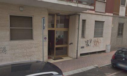 Costretta a prostituirsi nel finto centro massaggi a Rozzano