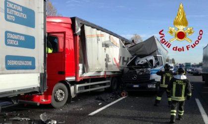 Incidente sulla A4: scontro tra camion, traffico in tilt