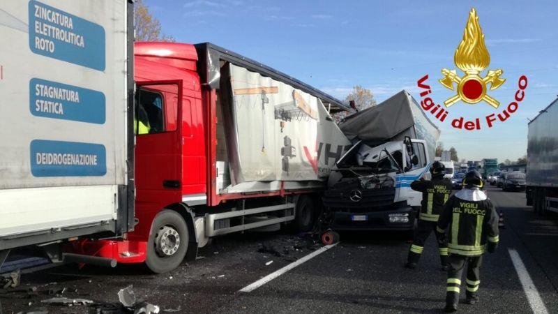 scontro tra camion