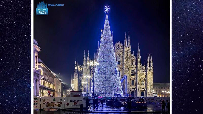 Albero Di Natale Milano.Albero Di Natale Innovativo In Piazza Duomo Pronto Per Splendere Vi Piace