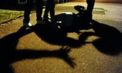 Rissa in strada: la polizia arresta cinque persone