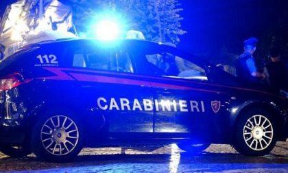 Spacciatori non si fermano all'alt dei carabinieri, parte l'inseguimento