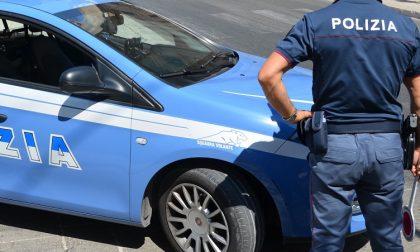 Strappa la catenina al collo di un anziano e scappa: arrestato dalla polizia