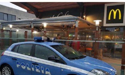 Turista sequestrata nel McDonald's, picchiata e molestata: arrestato inserviente del fast food
