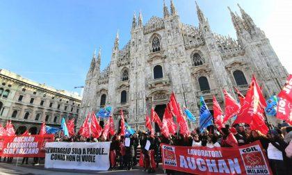 Vertenza Auchan Conad: questa mattina protesta in piazza Duomo
