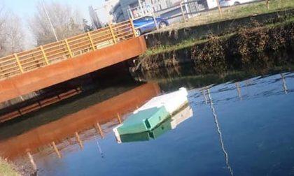 Vandali tagliano le corde del pontile usato della Navigliosport