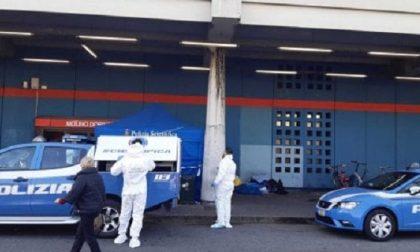 Clochard trovato morto fuori dalla stazione: inutili i soccorsi