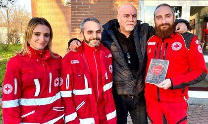 Scrittore dona i proventi dell'ultimo libro alla Croce Rossa