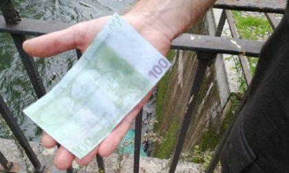 Migliaia di banconote da 100 euro nel Naviglio, ma sono false