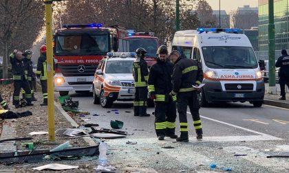 Camion Amsa contro pullman: almeno 15 feriti. Dichiarata maxiemergenza FOTO