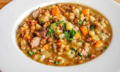 Zuppa rustica ai legumi, piatto perfetto in autunno
