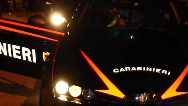 Minaccia aggredisce carabinieri