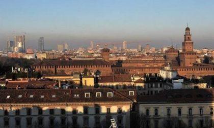 Lombardia dai due volti: Regione revoca le misure di primo livello e a Milano blocco del traffico