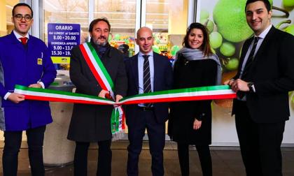 Con l'apertura del nuovo supermercato IN's sono stati donati alberi e panchine alla città