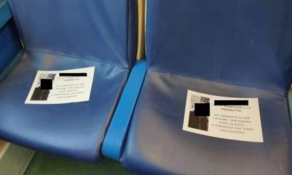 """Volantini sul treno contro il """"traditore"""": era una (riuscitissima) trovata pubblicitaria"""