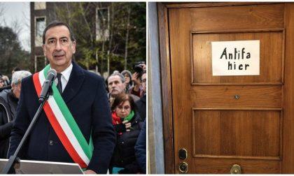 "Sindaco Sala appende un cartello sulla porta di casa: ""Antifa hier"""