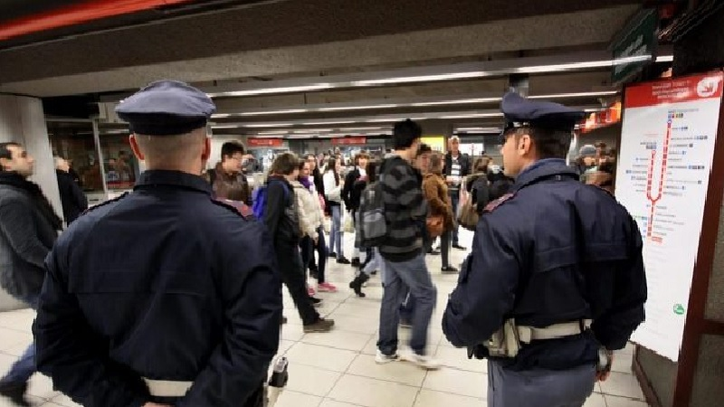 Borseggi in metropolitana