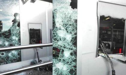 Ladri fanno esplodere il bancomat ma poi scappano senza bottino