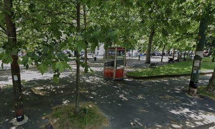 Ragazzo di 30 anni trovato morto nel parco a Milano