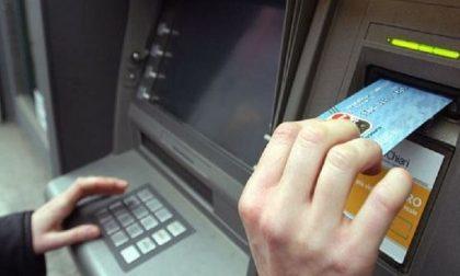 Rubano carte di credito e prelevano al bancomat 2mila euro: arrestate