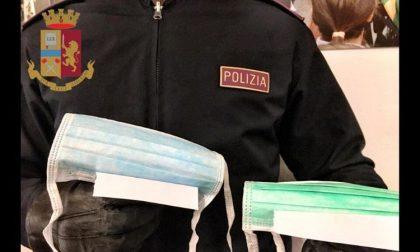 Vende abusivamente mascherine davanti al supermercato: denunciata e multata