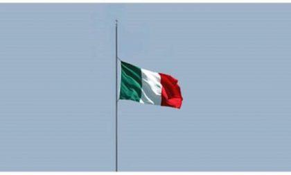 Emergenza Coronavirus: bandiere a mezz'asta e minuto di silenzio per ricordare le vittime dell'epidemia FOTO