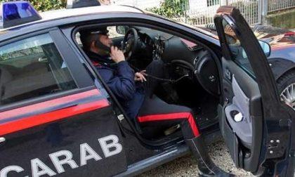 Minaccia donne e ragazze con un coltello per rubare borse e telefoni: tre casi segnalati