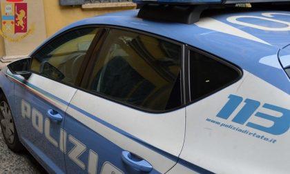 Fermata in macchina con mezzo chilo di hashish: arrestata