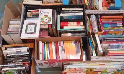Spesa solidale: c'è anche un libro nel pacco in dono alle famiglie bisognose